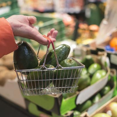 Awet Muda Secara Alami, Penuhi Keranjang Belanjamu dengan Makanan Ini