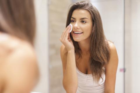 Bahan Alami Pengganti Makeup Remover untuk Si Kulit Sensitif