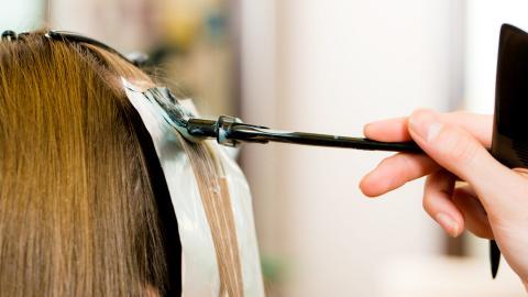 Perhatikan 7 Hal Ini, Sebelum Mewarnai Rambut