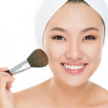 Anti Luntur, Tiru Trik Makeup Wajah Natural yang Benar